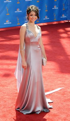 Sarah Hyland 62 nd Emmys 005 122 10 lo