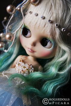 Custom Blythe doll by Picara of Roguedolls{{{Love the mermaid ethereal look of this doll