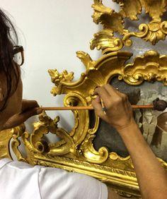 Reintegração pictórica com mimético diferenciado - espelhos de molduras com douração e desenhos de madrepérola, provável séc XIX - Ateliê, Arte e Restauração e Ornaments. #espelho #restorer #restauração #folhasdeouro