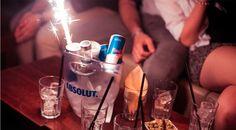 Deine Homebase, dein Rückzugsort oder dein persönliches Podest - Ruf an oder schreib uns, wir kümmern uns um den perfekten Platz für dich! Der Club, Vodka Bottle