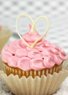 Petal Heart Cupcakes |  Valentine's Day Dessert Recipes @joannstores