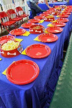 Mesa para los niños en fiesta de Paw Patrol