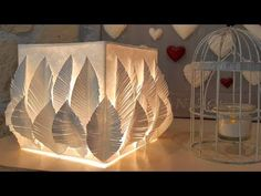 FABRIQUER UN ABAT-JOUR  Découvrez comment fabriquer un abat-jour en toute simplicité. Que la lumière soit ! Diy Luminaire, Boutique, Sewing Patterns Free, Home Deco, Table Lamp, Make It Yourself, Paper, Easy Diy, Homemade Lamps