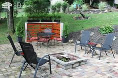 Creating a Cozy Outside Corner With Repurposed Pallets Lounges & Garden Sets