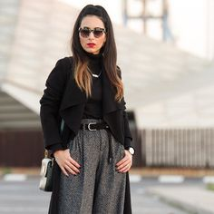 Buenas tardes de domingo guapos!! No os perdáis mi último look en el blog con unos pantalones la mar de estilosos  Good afternoon everybody! Don't miss my last outfit on the blog wearing a cool pair of trousers. All the pics on the blog  www.withorwithoutshoes.com  #zara#me#girl#ootd#todaysoutfit#zaradaily#zarapeople#outfitoftheday#redlips#pradasunglasses#wiw