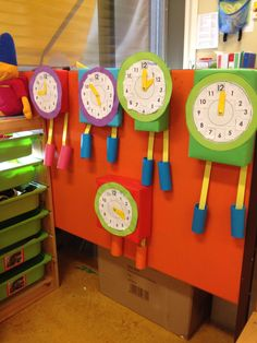 Klokken groep 2 kleuters Clock Craft, Art N Craft, Teaching Style, Teaching Tools, Lunges With Weights, School Projects, Projects To Try, Wall Push Ups, Lindbergh