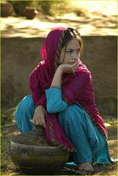 Kristin Kreuk in Partition Kristin Kreuk, Indian Women Painting, Amanda, Village Photography, Baby Girl Pictures, Beauty Around The World, Female Fighter, Indian Beauty Saree, Stylish Girl