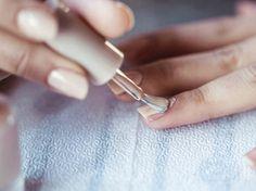 5 tricks for nail polish faster drying - Nail Designs Dry Nail Polish, Gel Nail Art, Nail Polish Colors, Pretty Nail Colors, Pretty Nail Designs, Pretty Nails, Essie, Dry Nails Fast, Gel Nails French
