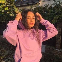 """-golden hour pfps💫 -comment """"🥰"""" if using- - by pictures🧚🏻♀️🌈 Photo Profil Instagram, Instagram Pose, Poses Photo, Picture Poses, Insta Photo Ideas, Insta Pic, Shotting Photo, Selfie Poses, Tumblr Girls"""