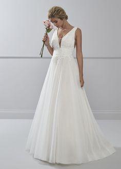 67115396 Verführerisch elegant! Dieses Brautkleid von Romantica kombiniert einen  schlichten A-Linien-Stil mit