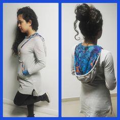 Vestido de moletom feminino com detalhes na gola manga e bolso da marca Kelcy Quadros