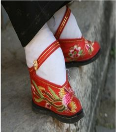 "In the 10th   century, in China, legend says a prince began the practice of foot binding because he loved the small ""Lily Feet"" of his concubine. The tiny foot became the mark of a wealthy and well-born woman.        For over 1000 years, rich women had their feet bound. The new Republic banned foot binding in 1912, and the custom finally died out in the 1930's."