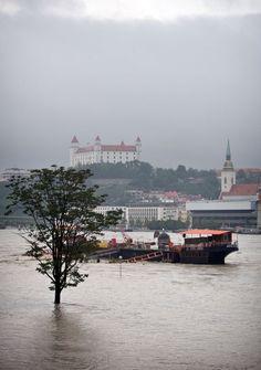 Bratislava castle & Danube river -Ranné fotky Dunaja (streda) 5. jun 2013 | Sme.sk