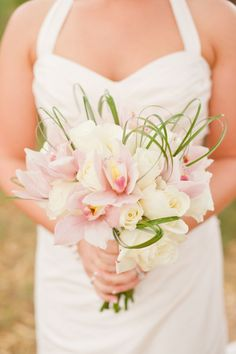 Classic bridal bouquet for Maui destination wedding