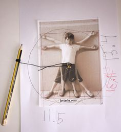 Inspired by Leonardo da Vinci, here is a fun and easy Vitruvian Man Activity for kids to teach about proportions, measurements, and art. Art History Lessons, Art Lessons, Da Vinci Inventions, Da Vinci Vitruvian Man, Italy For Kids, Art Studies, Art Classroom, Art Plastique, Teaching Art