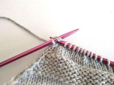 Čiapka so šikmými pruhmi a brmbolcom, fotopostup Knitting, Accessories, Fashion, Breien, Moda, Tricot, Fasion, Weaving, Stricken