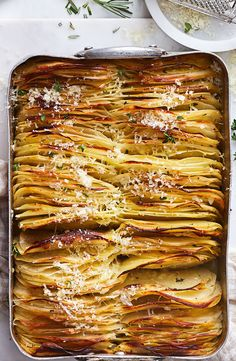 Crispy garlic and thyme boulangere potatoes Potato Recipes, Vegetable Recipes, Vegetarian Recipes, Cooking Recipes, Healthy Recipes, Potato Side Dishes, Vegetable Side Dishes, Boulangere Potatoes, Food Dishes