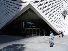 The newest museum on the block just opened up downtown and it's all the rage right now. It houses the Broad family's personal collection. The museum is well worth a visit, even just for its breathtaking architecture!