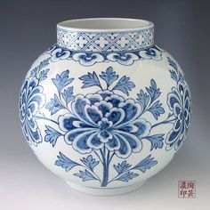 Porcelain Ginger Jar with Blue and White Peony Design – Decoration Porcelain Jewelry, Porcelain Ceramics, Ceramic Vase, Porcelain Tiles, Peony Illustration, Peony Painting, Peony Drawing, Hanging Paintings, Design Vase