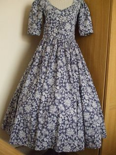 VINTAGE LAURA ASHLEY PRIMULA TRACERY CIRCLE SKIRTED DAY DRESS