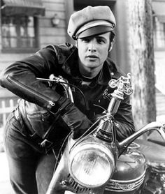 A young Marlon Brando in Laslo Benedek's, The Wild One #marlonbrando