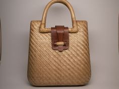 Vintage Straw & Leather Bag. Nice handle and closing detail
