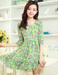 60810e9ea4a1ad Green monochrome outfit make petite gals taller and slimmer. Do you like  the green pattern