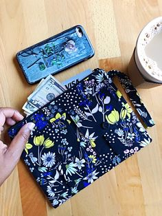 It's perfect for fall, goes with everything and ready to hold your daily essentials like iPhone, cash, credit cards and license. This gorgeous flowers black wri Fall Accessories, Handmade Accessories, Handmade Handbags, Handmade Bags, Hey Baby Girl, Wristlet Wallet, Iphone Wallet, Old Bras, Cute Makeup Bags