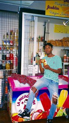 Rapper Wallpaper Iphone, Rap Wallpaper, Mode Hip Hop, Lil Uzi Vert, Fashion Photography Inspiration, Trap, Celebs, Celebrities, Aesthetic Pictures