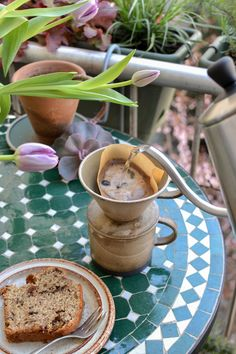 Tips how to create your spring balcony at home. Simple tips for small and shadowy balconies with gardening tools, plants and planting tips. V60 Coffee, Moscow Mule Mugs, Garden Tools, Create Yourself, Restaurants, Simple, Spring, Tableware, Interior