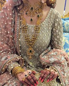 bridal sets & bridesmaid jewelry sets – a complete bridal look Pakistani Bridal Jewelry, Pakistani Wedding Dresses, Indian Bridal, Bridal Lehenga, Walima Dress, Bridal Jewellery, Wedding Jewelry, Bridal Looks, Bridal Style
