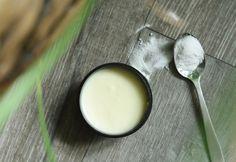 Sara – Oppskrift: Aperol spritz Deodorant, Glass Of Milk, Diy, Food, Baking Soda, Do It Yourself, Meal, Bricolage, Odor Eliminator