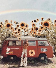 'we are stardust, we are golden, and we've got to get ourselves back to the gard. 70s Aesthetic, Summer Aesthetic, Aesthetic Vintage, Aesthetic Pictures, Mundo Hippie, Estilo Hippie, Combi Hippie, Hippie Style, Hippie Boho