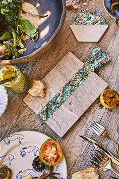 Fair warning: One of your party guests may try to take this gorgeous cheeseboard home as a parting gift. — via @PureWow