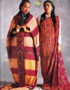 Tribal Beauty Philippine Culture and Identity in Traditional Woven Clothing Botbot Kalinga Apayao Southern Kalinga Paracelis Mt Prov. Filipino Art, Filipino Tribal, Filipino Culture, Philippines Outfit, Philippines Culture, Tribal Costume, Folk Costume, Cultura Filipina, Filipino Fashion