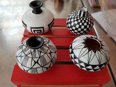 Worli Painting, Bottle Painting, Bottle Art, Bottle Crafts, Pottery Painting Designs, Pottery Designs, Pottery Art, Ceramic Mosaic Tile, Ceramic Art