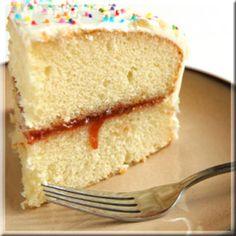 Este pastel es muy rico y tiene una consistencia muy ligera por sus ingredientes, le va a ir muy bien a una ocasión especial.