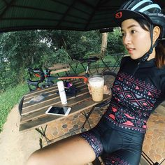 🌾🌾 Nobody's perfect. ☕️☕🤗🤗🤗 #fourteencycles #knightcomposites #michelinpro4 #uno #unothailand #cycleboutique #partyriders #cycling #girlscycling #kplushelmet #bike #rodebike Cycling Girls, Cycling Wear, Cycling Outfit, Bicycle Women, Bicycle Girl, Sexy Women, Sporty Girls, Biker Girl, Cute Asian Girls