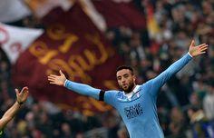 Mercato : United en lutte avec le PSG pour Anderson (Lazio) - http://www.europafoot.com/mercato-united-lutte-psg-anderson-lazio/