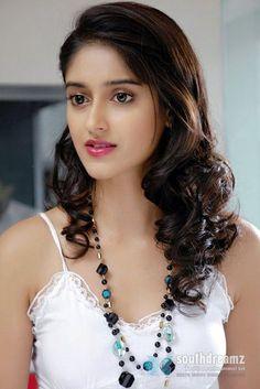 Ileana D& mujeres guapas Indian Bollywood Actress, Beautiful Bollywood Actress, Most Beautiful Indian Actress, South Indian Actress, Beautiful Actresses, Indian Actresses, South Actress, Beauty Full Girl, Cute Beauty