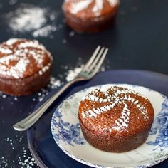 Irresistible as mini cakes this sticky and spongy classic South African malva pudding dessert will have everyone begging for seconds. Pudding Desserts, Pudding Cake, Pudding Recipes, Cake Recipes, Dessert Recipes, Pudding Cupcakes, South African Desserts, South African Recipes, Mini Cakes