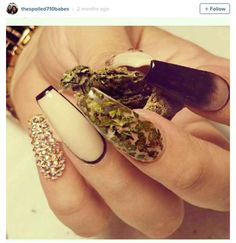 Ganja nails can be quite elegant. This manicure takes a minimal, but glam interpretation of the sticky herb.