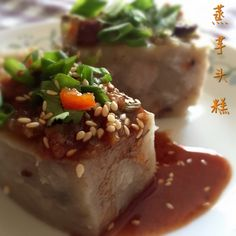 My Mind Patch: Steamed Savoury Yam Cake 蒸芋头糕 Yam Cake Recipe, Cake Receipe, Asian Snacks, Asian Desserts, Chinese Dishes Recipes, Malaysian Food, Malaysian Recipes, Steamed Cake, Savory Snacks