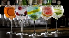 ATTENTION all gin-lovers! Dublin is getting its very own gin & tonic bus tour. Detox Diet Drinks, Healthy Cocktails, Tonic Drink, Gin And Tonic, Bar Drinks, Cocktail Drinks, Le Gin, Steak And Ale, Luxury Bar