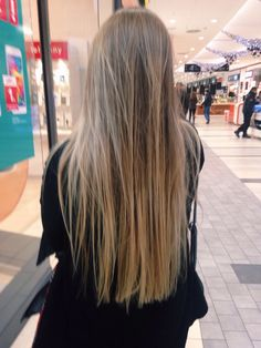 Golden Blonde Balayage for Straight Hair - Honey Blonde Hair Inspiration - The Trending Hairstyle Honey Blonde Hair, Balayage Hair Blonde, Hair Inspo, Hair Inspiration, Light Brown Hair, Hair Highlights, Gorgeous Hair, Hair Looks, Hair Lengths