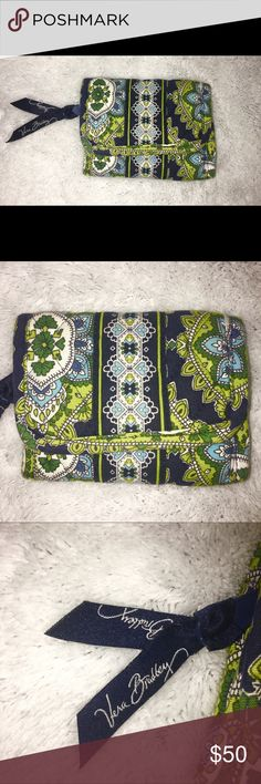 Authentic Vera Bradley Wallet This Vera Bradley Wallet is really beautiful & compact. It's good for anyone who doesn't like carrying around a huge wallet. This Wallet has never been used before & is in magnificent condition. This Wallet also has many pockets for cards, money, and a clear compartment for your ID/ID's. It's 100% cotton and if you happen to get it dirty you can wash it in cold water on a gentle cycle, with no bleach, & then you can line dry it / lay it flat to dry. It's also…