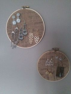 Change to frame and add buttons for stud earring places. Change to frame and add buttons for stud earring places. : P… – – -DIY earring holder. Change to frame and add buttons for stud earring places. Diy Earring Holder, Diy Jewelry Holder, Earring Display, Stud Earring Organizer, Diy Earring Storage, Jewellery Storage, Jewellery Display, Jewelry Organization, Jewellery Organizer Diy