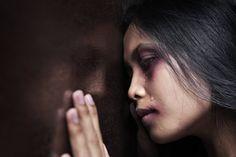 A Assembleia Nacional Popular (ANP, parlamento) da China aprovou neste domingo, dia 27, a primeira lei que pune a violência doméstica no país. A lei proíbe qualquer forma de violência contra as mulheres, incluindo abuso psicológico e físico, e simplifica o processo para obter a intervenção das autoridades.
