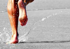 CONSEJOS PARA HACER EJERCICIO EN VERANO.  Te damos algunas recomendaciones para practicar ejercicio al aire libre durante el verano, como protegerte del sol, o evitar las horas de calor...