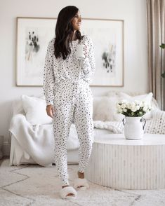 Loungewear, pjs, cozy outfit, stay at home outfit, white living room Cozy Winter Outfits, Warm Outfits, Chic Outfits, Fashion Outfits, Fashion Women, Loungewear Outfits, Pajama Outfits, Loungewear Set, Lounge Outfit